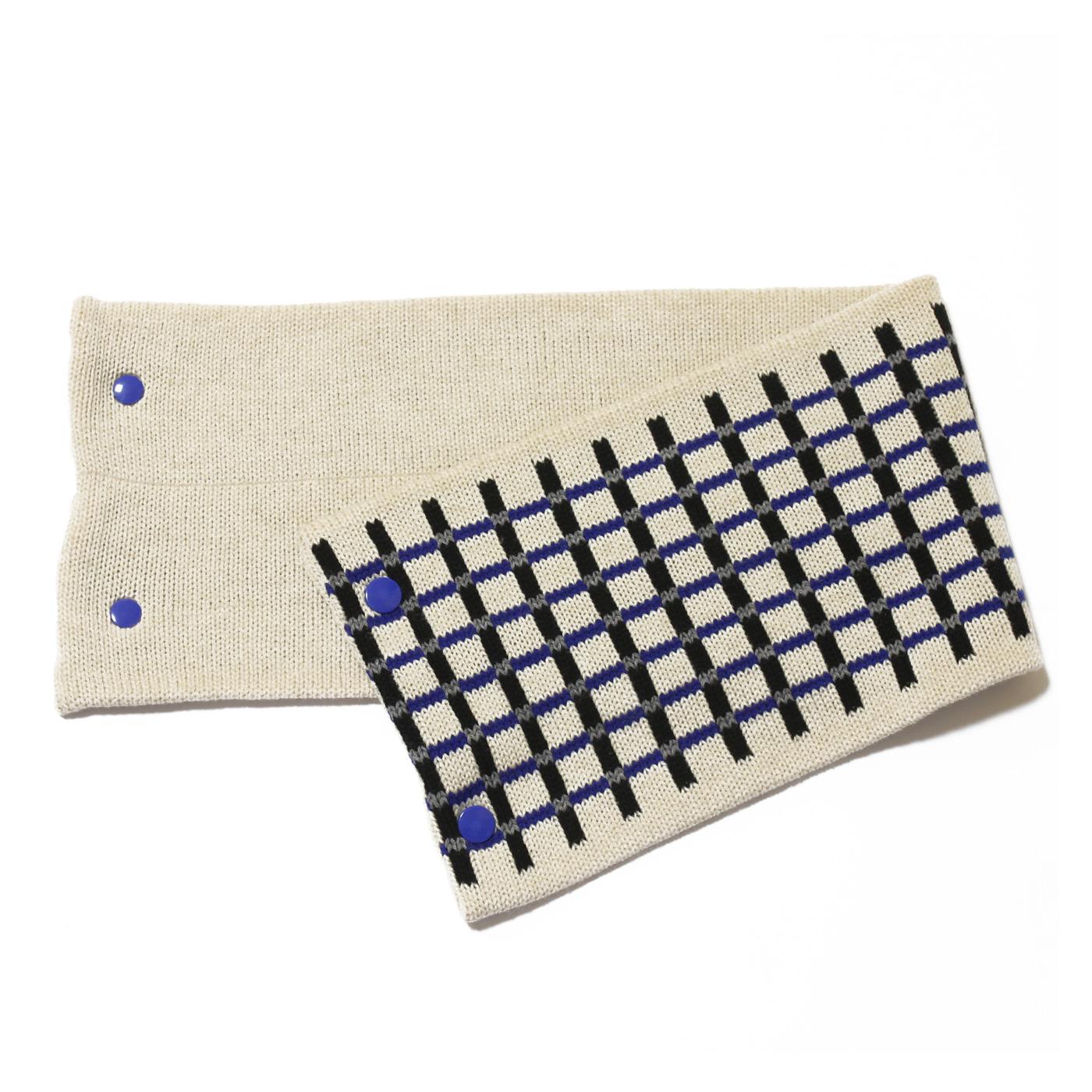 sciarpa con bottoni bianco nero blu grigio quadretti
