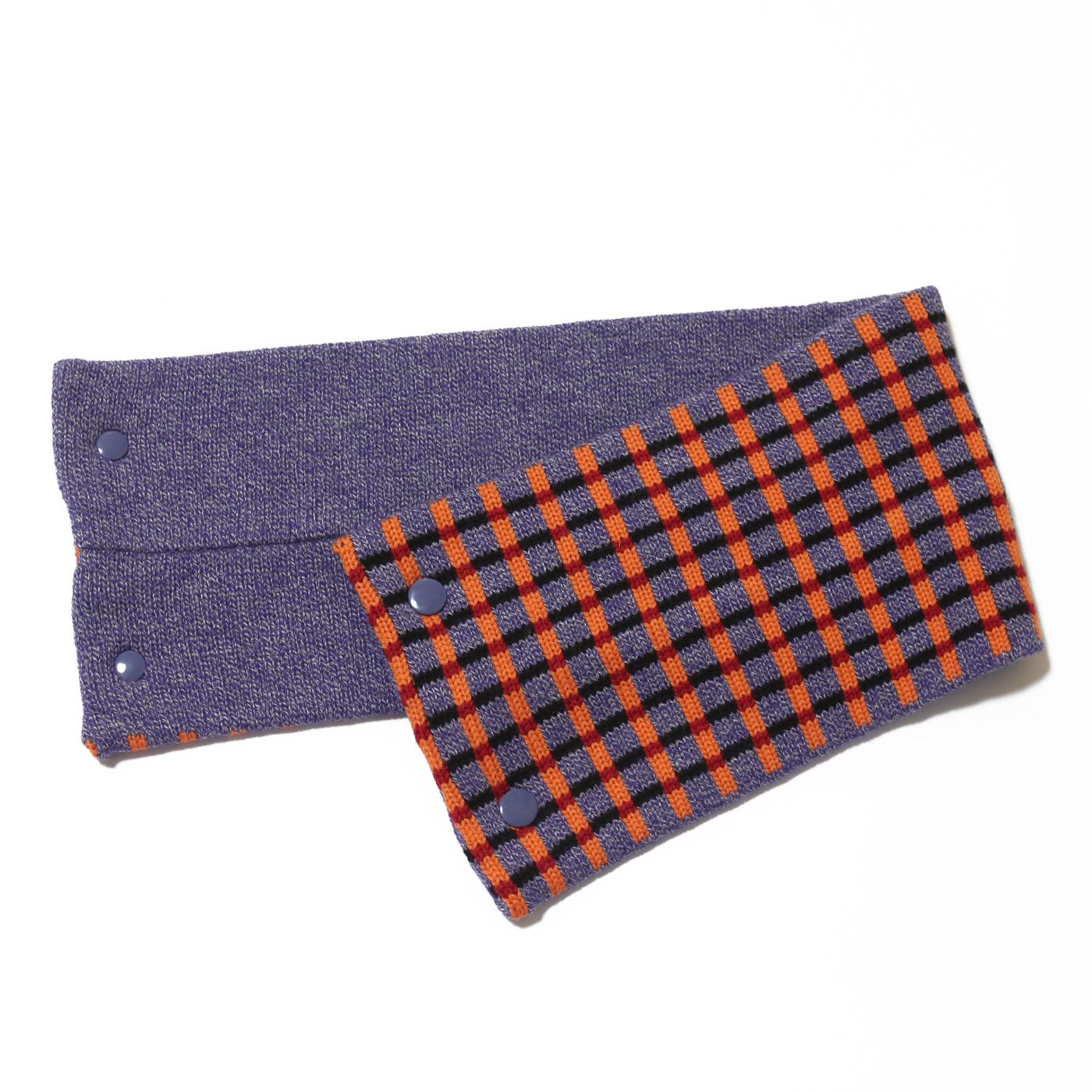 sciarpa con bottoni lilla arancio nero rosso quadretti